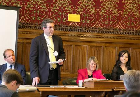 3、圖說:英國保守黨人權委員會副主席本尼迪克特•羅傑斯議員(Benedict Rogers MP)在發布會上發言(羅元/大紀元)