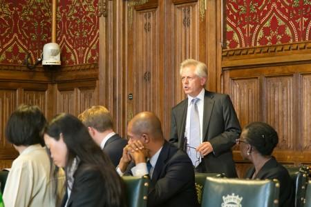 英國議會跨黨派中國事務小組主席理察•格雷厄姆在發布會上發言(羅元/大紀元)