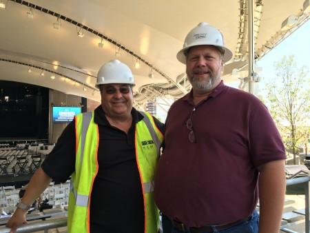 iStar的副總裁Jeff Dewy(右一)。