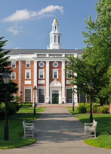 美國擁有很多世界級頂尖商學院,圖為哈佛商學院。(fotolia)