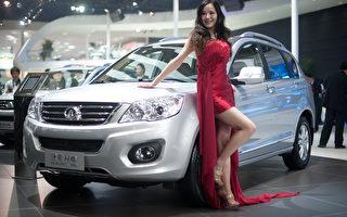 在中国红红火火的运动型多功能车(SUV)市场,许多汽车制造商在销售不把电子稳定控制(ESC)作为标准配置的汽车,将顾客的生命置于翻车事故风险之下。(Ed Jones/AFP/Getty Images)