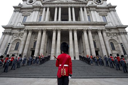 Military personnel get in place ahead of a service of thanksgiving for the 90th birthday of Britain's Queen Elizabeth II at St Paul's Cathedral in London on June 10, 2016, which is also the Duke of Edinburgh's 95th birthday. Britain started a weekend of events to celebrate the Queen's 90th birthday. The Queen and the Duke of Edinburgh along with other members of the royal family will attend a national service of thanksgiving at St Paul's Cathedral on June 10, which is also the Duke of Edinburgh's 95th birthday. / AFP / JUSTIN TALLIS (Photo credit should read JUSTIN TALLIS/AFP/Getty Images)