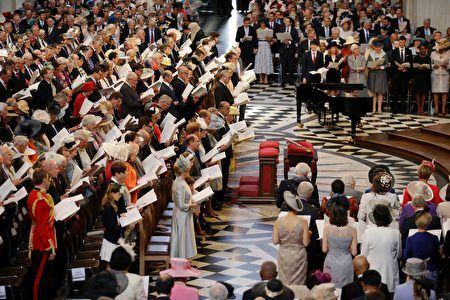 Members of the royal family on the front row (L) stand with the congregation to sing during a national service of thanksgiving for the 90th birthday of Britain's Queen Elizabeth II at St Paul's Cathedral in London on June 10, 2016, which is also the Duke of Edinburgh's 95th birthday. Britain started a weekend of events to celebrate the Queen's 90th birthday. The Queen and the Duke of Edinburgh along with other members of the royal family will attend a national service of thanksgiving at St Paul's Cathedral on June 10, which is also the Duke of Edinburgh's 95th birthday. / AFP / POOL / Matt Dunham (Photo credit should read MATT DUNHAM/AFP/Getty Images)