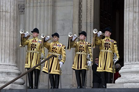 Trumpets announce the arrival of Britain's Queen Elizabeth II and Britain's Prince Philip, Duke of Edinburgh at a national service of thanksgiving for the 90th birthday of Britain's Queen Elizabeth II at St Paul's Cathedral in London on June 10, 2016, which is also the Duke of Edinburgh's 95th birthday. Britain started a weekend of events to celebrate the Queen's 90th birthday. The Queen and the Duke of Edinburgh along with other members of the royal family will attend a national service of thanksgiving at St Paul's Cathedral on June 10, which is also the Duke of Edinburgh's 95th birthday. / AFP / JUSTIN TALLIS (Photo credit should read JUSTIN TALLIS/AFP/Getty Images)