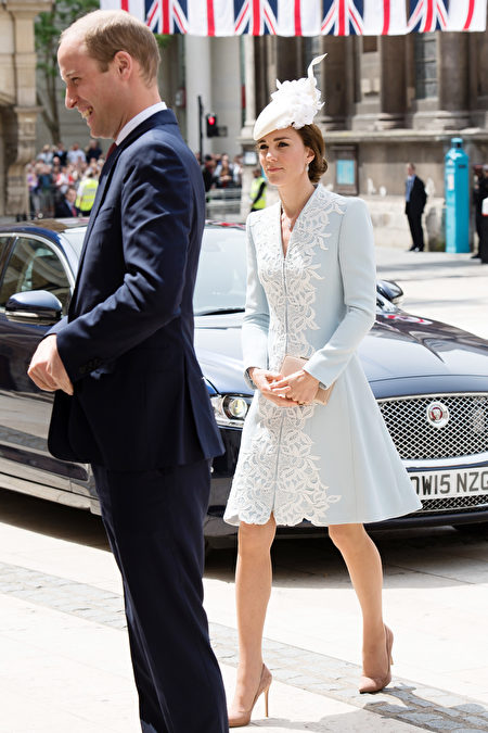 LONDON, ENGLAND - JUNE 10: Catherine, Duchess of Cambridge and Prince William, Duke of Cambridge attend a lunch after the National Service of Thanksgiving as part of the 90th birthday celebrations for The Queen at The Guildhall on June 10, 2016 in London, England. (Photo by Jeff Spicer/Getty Images)