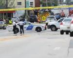 周日凌晨,美国佛州一家夜店遭遇史上最致命屠杀,导致50人遇难,50人受伤。美国官员对CNN表示,枪手是29岁的Omar Saddiqui Mateen,是一名私人保安。(Gerardo Mora/Getty Images)