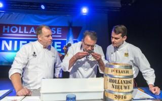荷兰2016年第一桶鲱鱼身价9万欧元