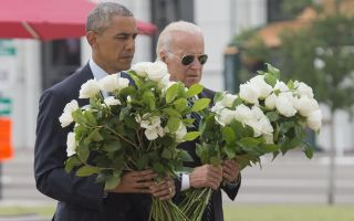 """欧巴马动情访奥兰多 """"我们也悲伤心碎"""""""