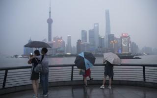 由于大规模城市移民、泥土松软和全球暖化,上海在下沉,并且已经持续了几十年。自从1921年以来,中国最拥挤的城市已经下沉了183厘米。(Lintao Zhang/Getty Images)