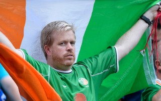 歐洲杯正能量 愛爾蘭球迷獲巴黎市勳章