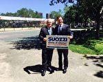 民主黨人湯姆·佐茨(Tom Suozzi,右)正式宣佈參選,並獲得州參議員艾維樂(Tony Avella,左)的背書支持。 (陳曉天/大紀元)
