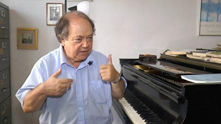 紐約大學鋼琴教授杰弗瑞-斯萬。