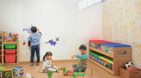 新型的琺瑯壁板能書寫且有磁性,用途多樣。(威肯設計提供)