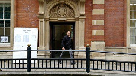 英格蘭中部城市萊斯特的一個投票站(大紀元)