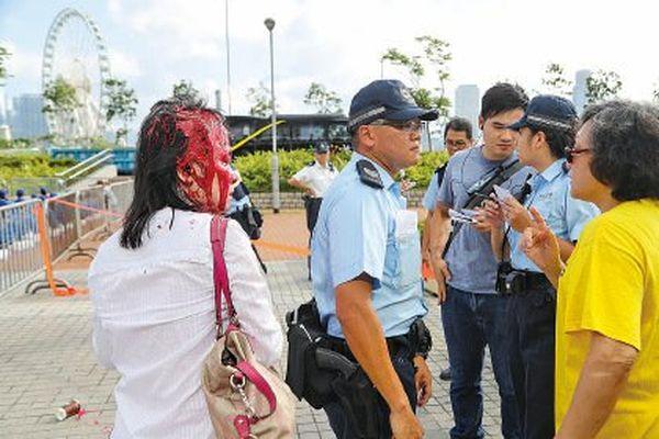 香港活動協調人被淋紅油 法輪功促警徹查緝凶