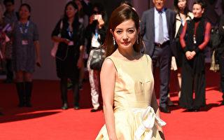 赵薇2014年在第71届威尼斯电影节上走红毯。(Ian Gavan/Getty Images)