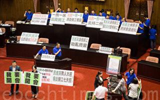 抗议一例一休 国民党立委占领主席台