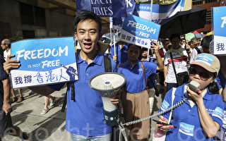 組圖:香港七一遊行 大紀元用真相守護自由