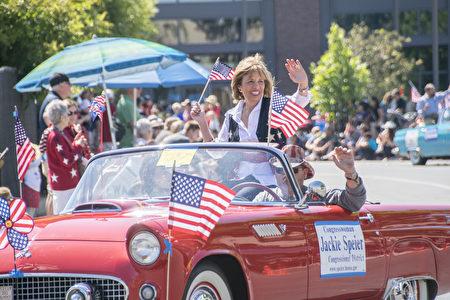红木城美国独立日游行