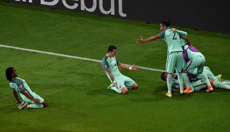 葡萄牙前鋒C.朗(中)入球後慶祝。(PHILIPPE DESMAZES/AFP)
