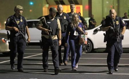 2016年7月7日,德州达拉斯,发生枪击案。(Ron Jenkins/Getty Images)