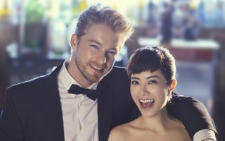 徐懷鈺(右)跟法比歐在首集節目進行「盲目約會」實境秀,挑戰各自極限並在高空談愛的任務。(發現音樂提供)