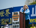 佛罗里达州国会众议员 羅斯-雷婷恩(Ileana Ros-Lehtinen)在2016年7月14日的華盛頓DC法輪功反迫害集會上發言。(李莎/大紀元)