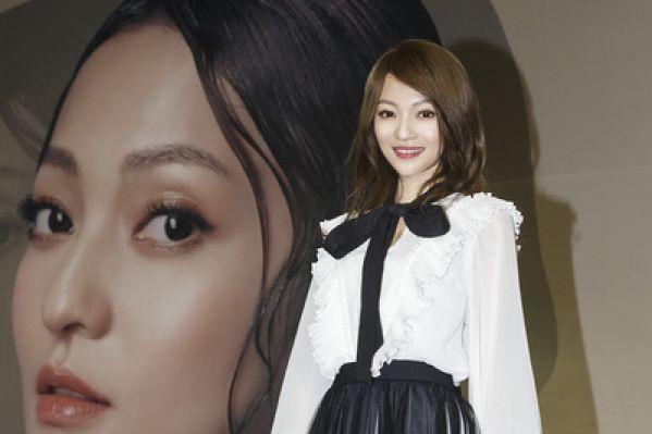 张韶涵发片结合艺术 回归舞台蕴含生命力
