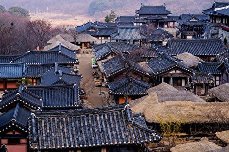 《后汉书》是一部记载东汉历史的纪传体史书。。(shutterstock)