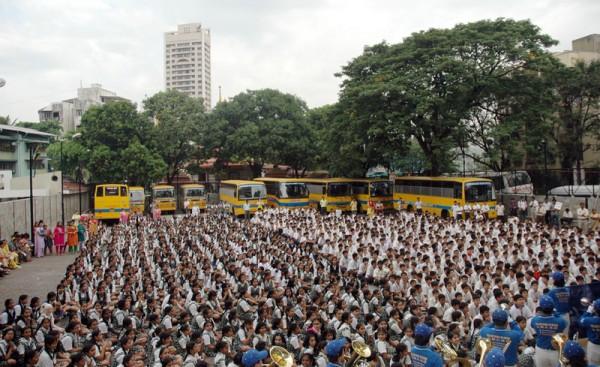 受邀在印度全国校长会议上演出法轮功学员组成的亚太天国乐团