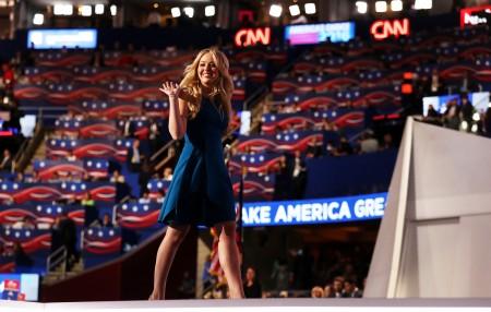 像是邻家小女孩的蒂芙尼。(John Moore/Getty Images)