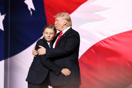 全代会第四天,难得公开露面的小儿子巴伦。(John Moore/Getty Images)