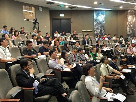 上百位產官學研醫界代表參與國際幹細胞高峰論壇,聚焦發表、交流幹細胞治療應用成果及趨勢發展,互動熱絡。(國璽幹細胞公司提供)