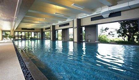 雲品溫泉酒店的親水主題館近千坪,旅客除了可以享受日月潭的湖光山色,也可和孩子共同玩水。 (雲朗觀光提供/中央社)