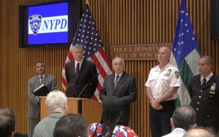 受达拉斯枪击案影响 纽约警察结伴巡逻