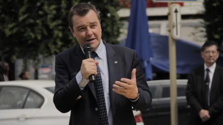 比利時議員德梅斯馬克希望剩下兩週時間,會有更多議員簽名支持。(凌宇/大紀元)
