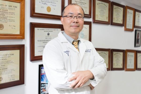 紐約華人醫師王文毅提醒華人重視身體檢查,勿諱疾忌醫,勿拖延就診。