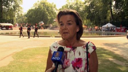 庆祝活动的主办方负责人卡琳 接受记者采访。(新唐人)