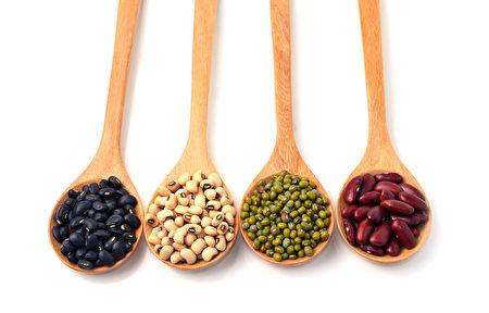 黑豆,黃豆,綠豆,紅豆。(Fotolia)