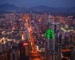 对于渴望现代化的深圳官员而言,像白石洲这样的城中村被视为肮脏和落后。官员们的目标是建立闪闪发亮的新住宅和商业区,以反映深圳的崛起。 (Daniel Berehulak/Getty Images)