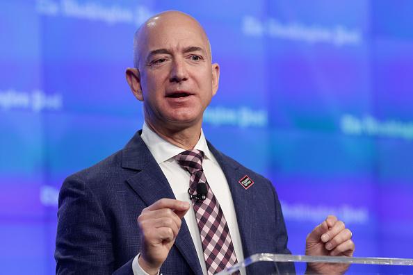 亞馬遜CEO貝索斯超巴菲特 成全球第三富