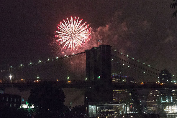 NEW YORK, NY - JULY 4: People watch the Macy's Fourth of July Fireworks from Brooklyn Bridge Park on July 4, 2016 in the Brooklyn borough of New York City. The celebrations mark the nation's 240th Independence Day. (Photo by Stephanie Keith/Getty Images)