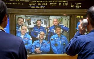 日本宇航员与地球连线 介绍太空生活
