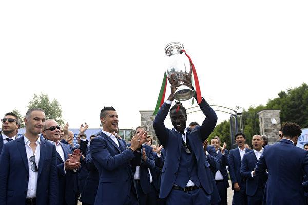 葡萄牙欧洲杯封王 大功臣艾德感谢C罗