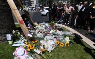 法国尼斯恐袭后 5受伤孩童和死神拔河