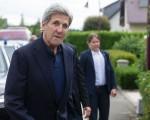 土耳其勞動部長指,15日的未遂政變由美國幕後主使。美國國務卿克里(圖左)16日在盧森堡警告土耳其,不要「公開影射」美國捲入此次未遂政變。他說,這種說法「完全錯誤」,會損害兩國關係。(THIERRY MONASSE/AFP/Getty Images)