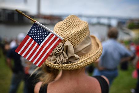 美国共和党全国代表大会7月18日在俄亥俄州克里夫兰市召开,首日主题是让美国更安全。( Jeff Mitchell/Getty Images)