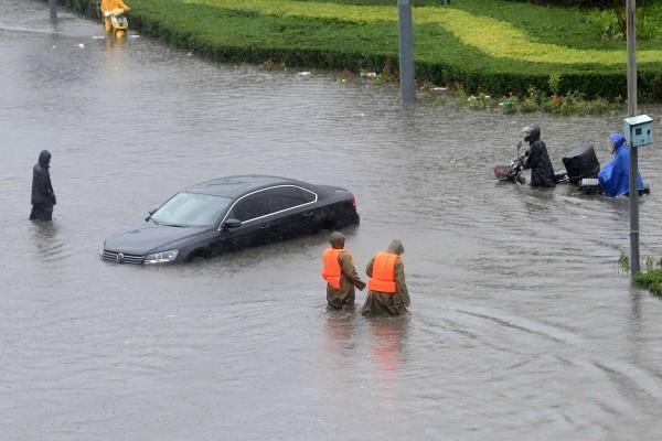 组图:北京暴雨围城 预警连升三级