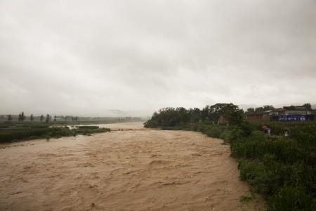 7月19日洪水奔過河南的村莊。( Lintao Zhang/Getty Images)
