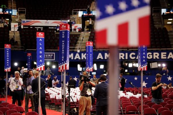 【直播】共和党大会第3晚 彭斯发言撼动全场